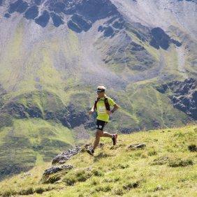 Reinhard Wohlfahrter trailrunning in the Pitztal Valley, © Tirol Werbung/Bert Heinzlmeier