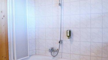 Haus-Carina-Badezimmer-Badewanne