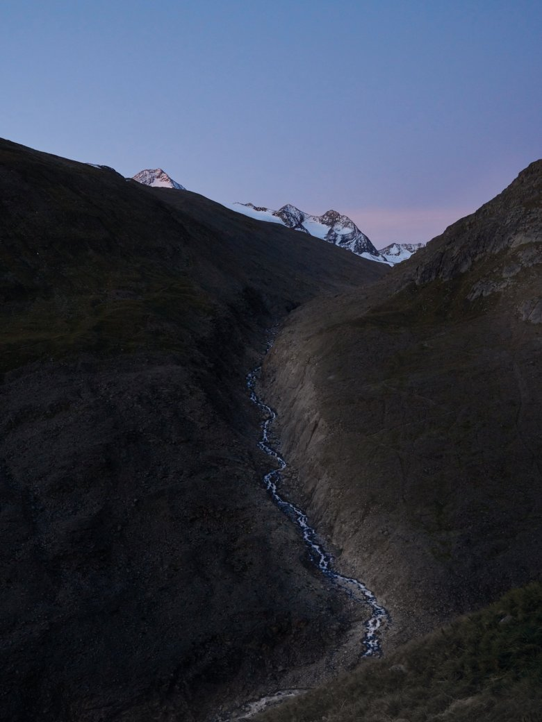 The path for the sheep runs along the Rofenache river all the way up to the Hochjoch ridge.