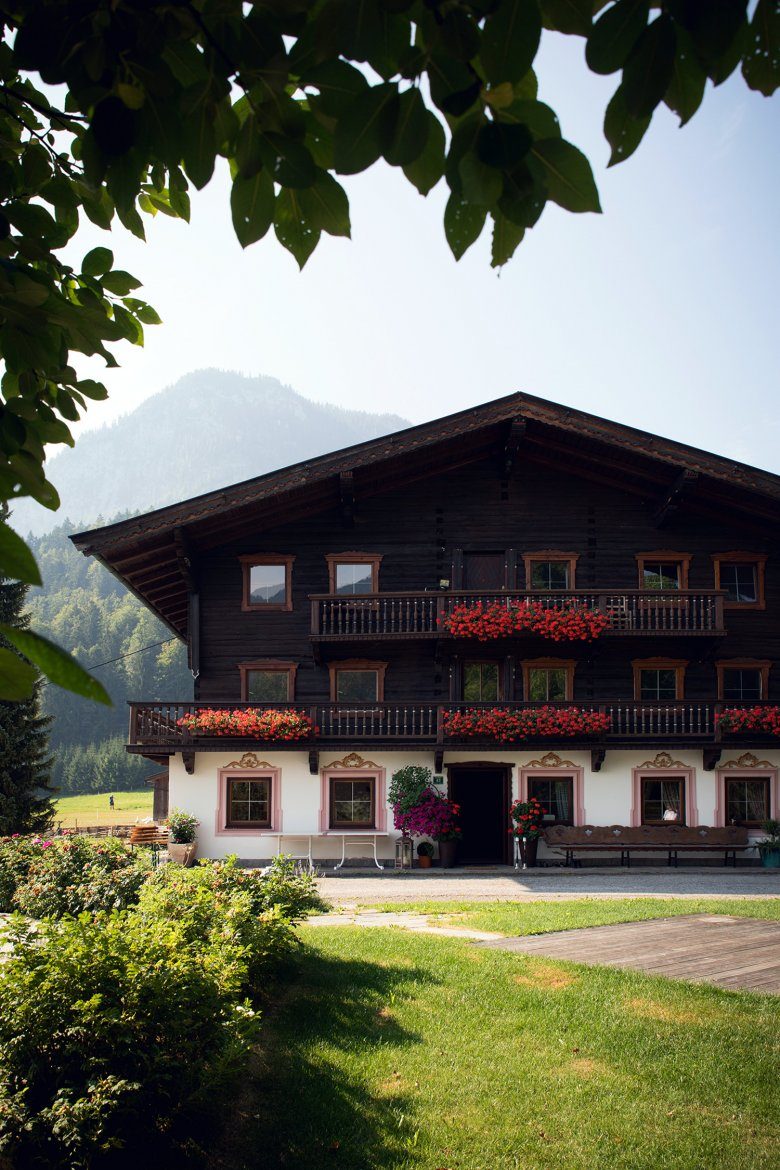 The heart of the Mauracher family: the 250-year-old Lindhof farmhouse in Thiersee.
