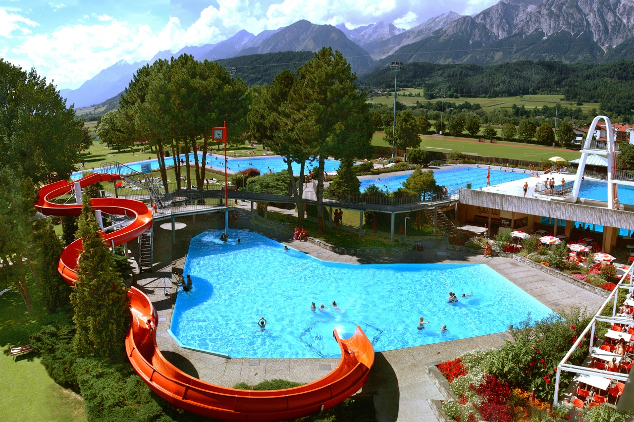 Schwimmbad Wattens | open-air Swimming Pool | Austrian Tirol